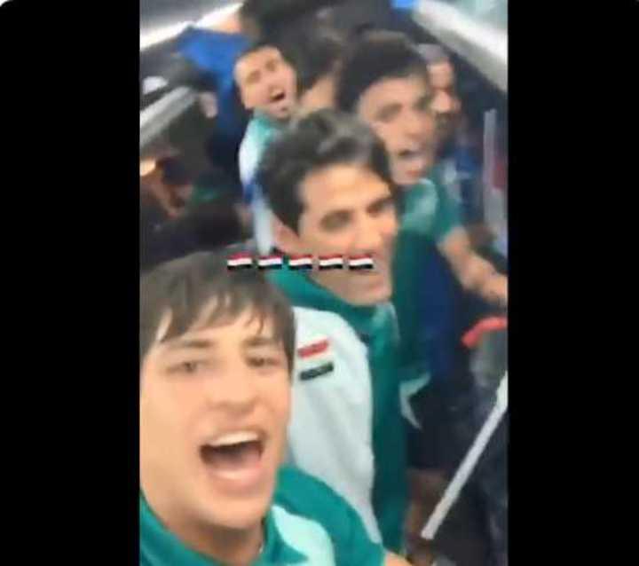 Los jugadores iraquíes de festejo tras derrotar a Irán