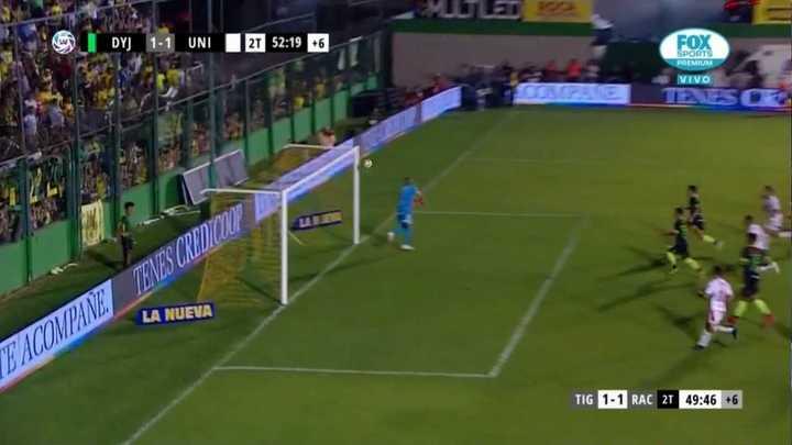 Matías Rojas empató de tiro libre para Defensa