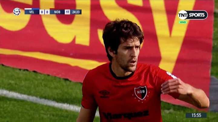 Albertengo la pidió y casi termina en gol en contra