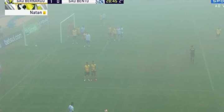 ¡No se pateó el tiro libre por neblina!