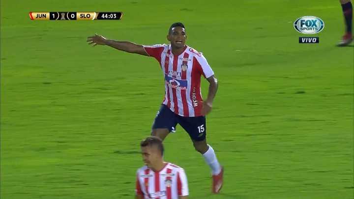 Narváez salvó lo que era gol de Reniero