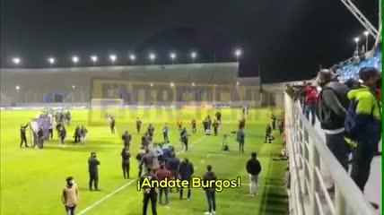 Allegados a Newell's le gritan a Burgos que se vaya del club