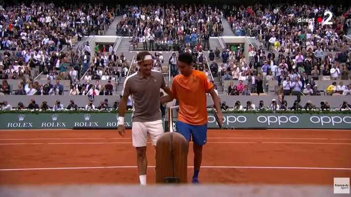 Federer le ganó a Sonego en tres sets