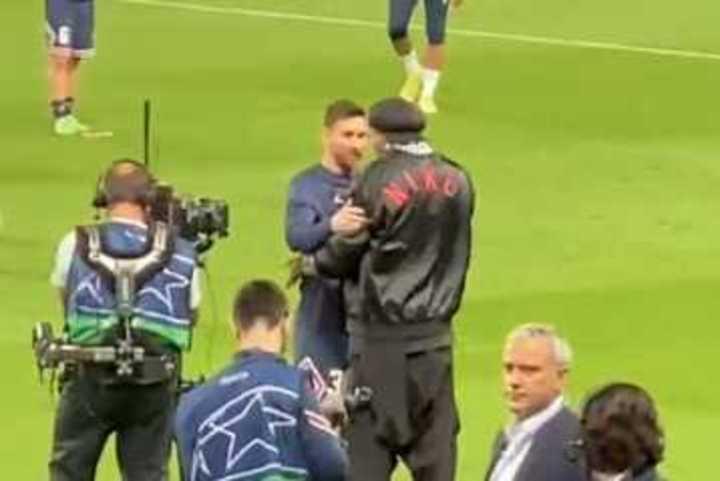 El reencuentro de Messi con Ronaldinho en París
