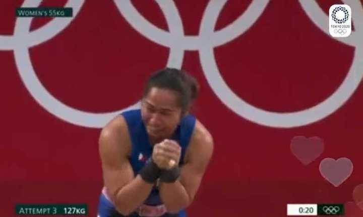 El llanto de Hidilyn Díaz al ganar el primero oro de la historia para Filipinas