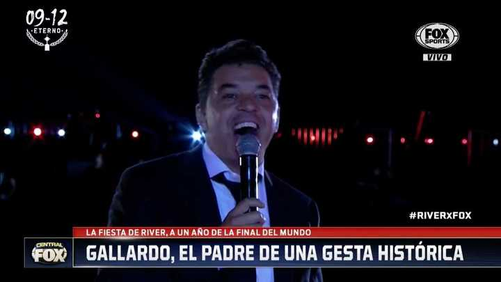 Gallardo cantó con la gente