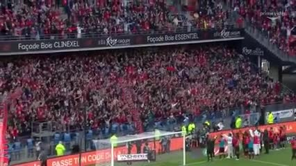 Jugadores e hinchas del Rennes celebrando el triunfo ante PSG