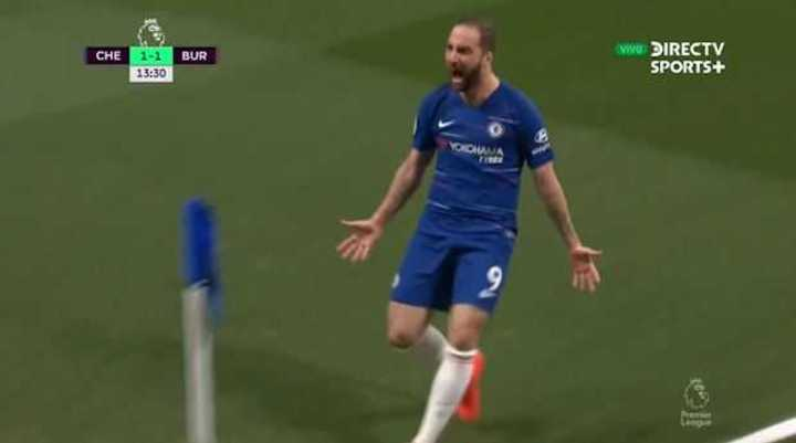 Golazo de Higuaín para el Chelsea