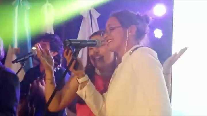Delfina Pignatiello bailó y cantó El Bombón Asesino