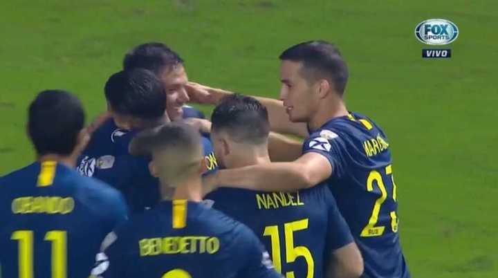 Medio gol de Zárate para el cuarto de Boca
