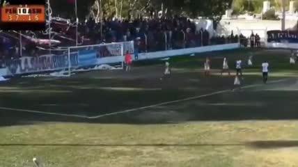 Los dos goles con polémica de Peñarol ante San Martín (M)