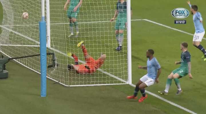 Sterling marcó doblete y dio vuelta el partido para el City