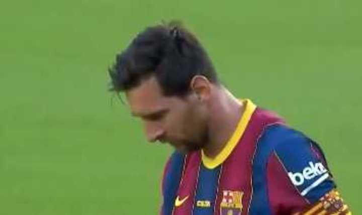 Buen tiro libre de Messi