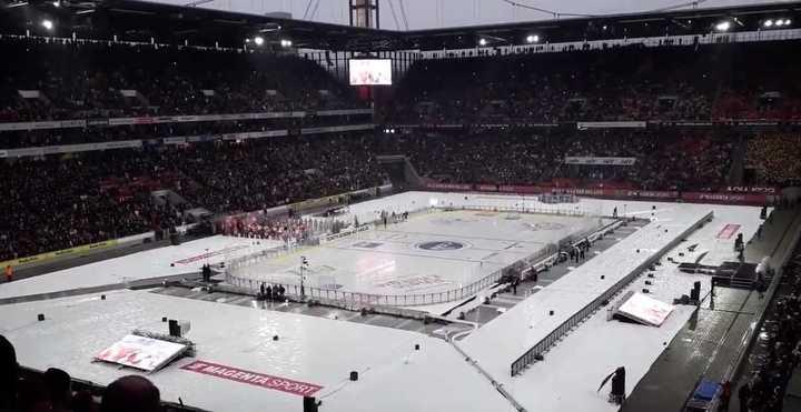 En Alemania usaron el estadio del Colonia para jugar al hockey sobre hielo