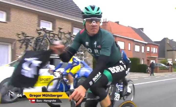 El austríaco Grego Mühlberger y su bolsita de la desgracia