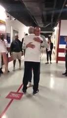El abrazo de reencuentro entre Manu y Pop