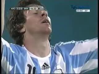 Golazo de Leo a Brasil en 2010