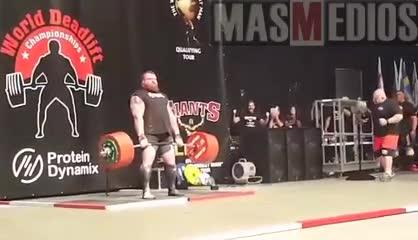 El momento en el que Eddie Hall levanta 500 kilos en peso muerto