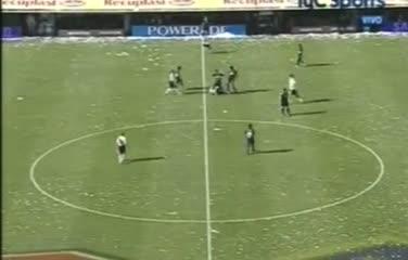 Battaglia bajó a Gallardo antes del minuto de juego