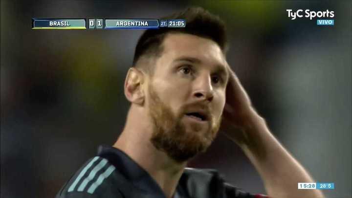 Alisson evitó el gol de Lionel