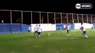 Los jugadores de la Selección metieron fútbol - tenis en Arabia