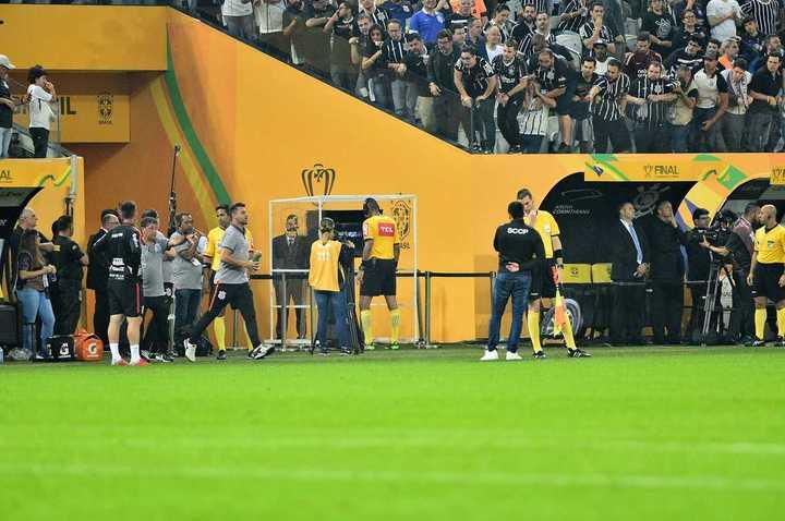 El dudoso penal que le cobraron a Corinthians