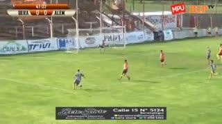 Lucas Buono, de chilena, puso el 1-0 para Alem