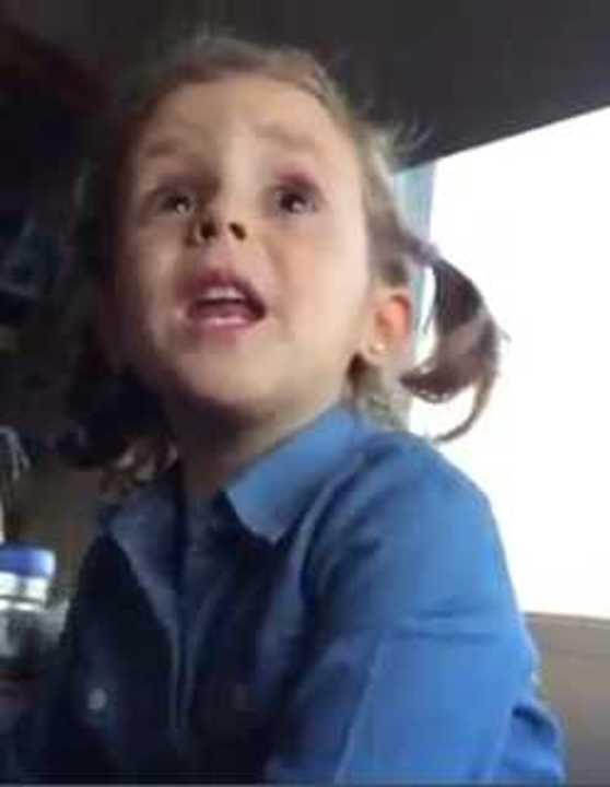 Nena reta al papá por insultar a Caballero