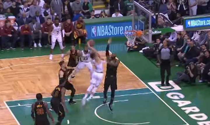 VIDEO: Se desata pelea en el quinto partido entre Celtics y Cavaliers
