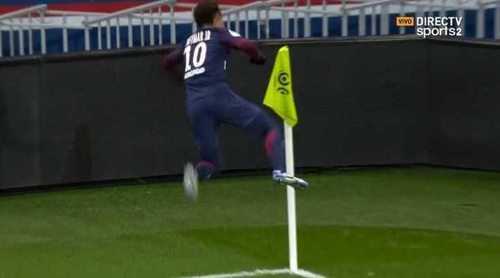 Neymar metió el quinto de los parisinos