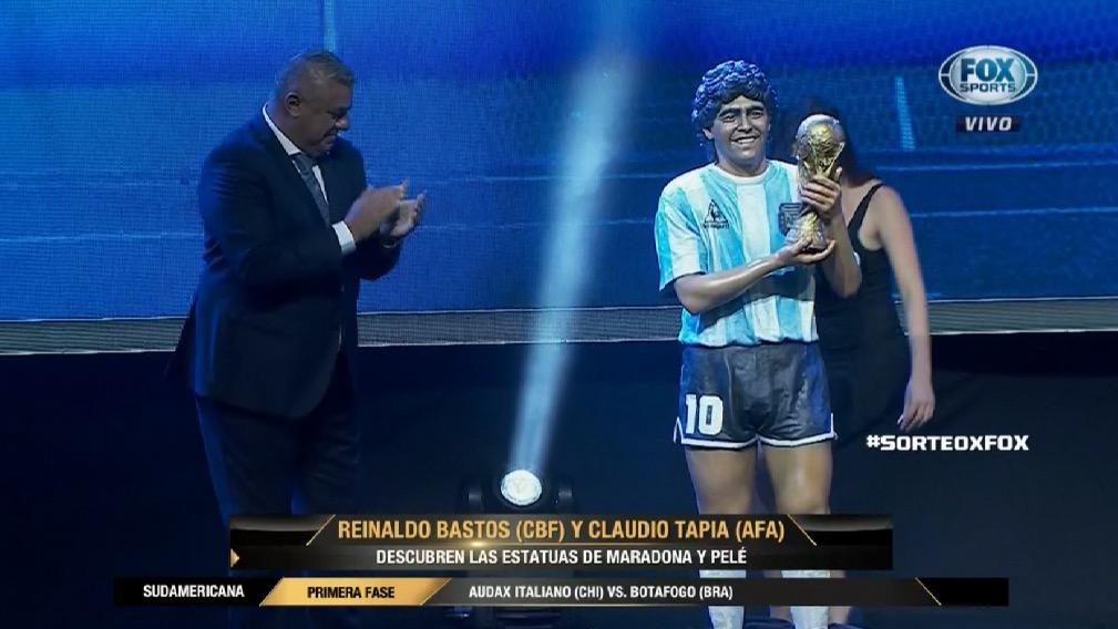 el Diego y Pelé tienen su estatua
