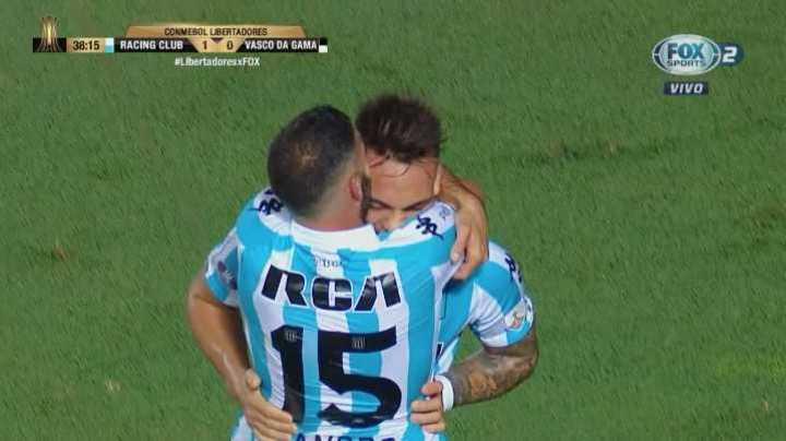 Racing puso el 2-0 con gol de Martínez
