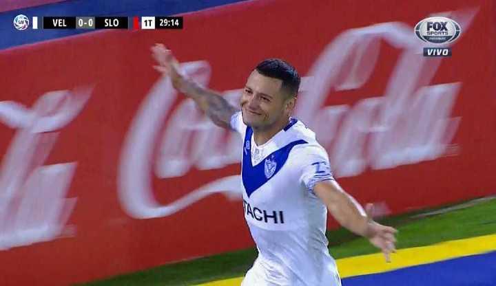Zárate marcó el primero de Vélez