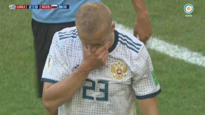 Rusia se quedó con 10, roja para Smolnikov