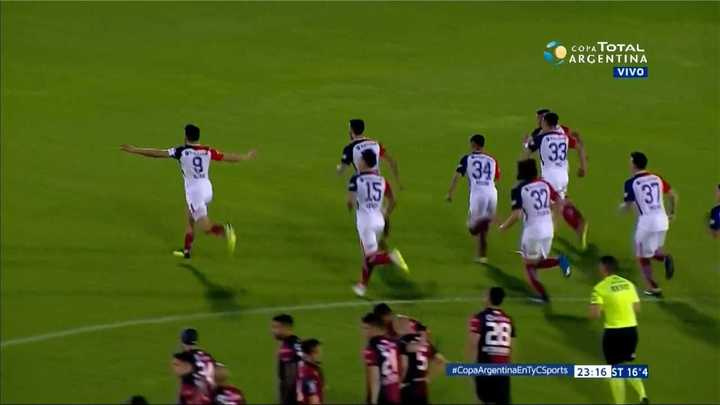 San Lorenzo lo ganó en los penales y pasó a octavos