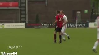 Dos golazos del holandés Bergkamp