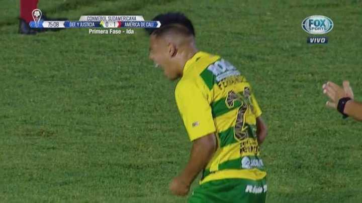 La frustración de Fernández tras el remate fallido