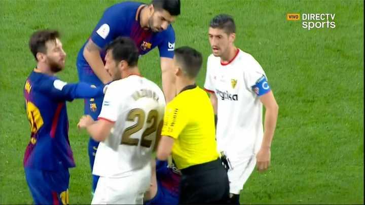 El empujón de Messi al Mudo Vázquez