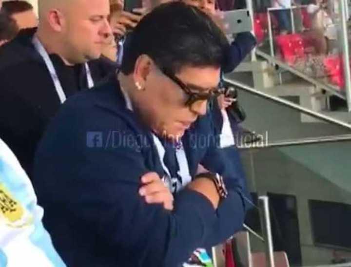 Diego alentó a la Selección en el debut ante Islandia