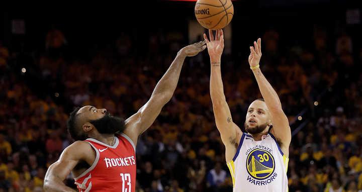 Curry arrasó en el tercer cuarto