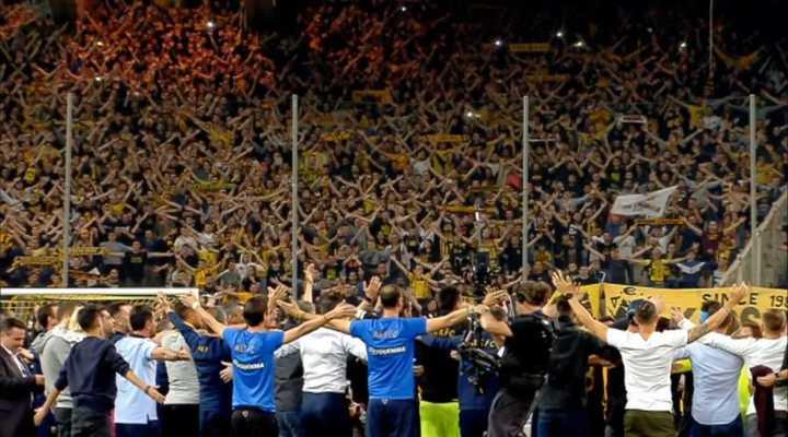 El increíble festejo vikingo del AEK Atenas
