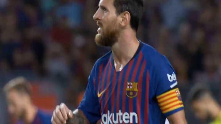 Gran tiro libre de Messi, el travesaño le dijo no