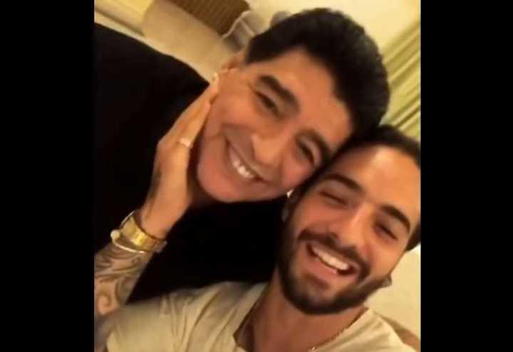 El saludo entre Maradona y Maluma