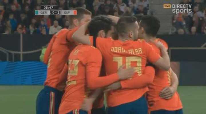 Gran asistencia de Iniesta y gol de Rodrigo