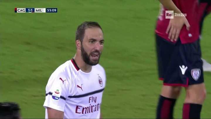 El Pipa Higuaín marcó el empate para el Milan