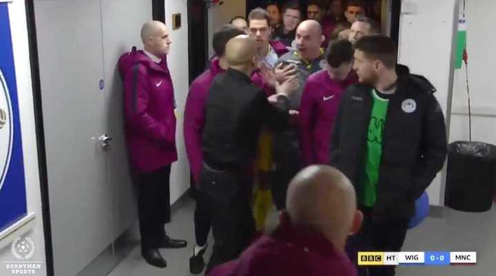 Guardiola contra el DT del Wigan
