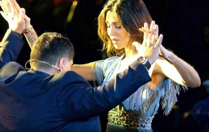 Maradona bailó con Belén Rodríguez en Napoli