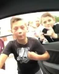 Jesse Lingard sorprendió a unos nenes en la calle