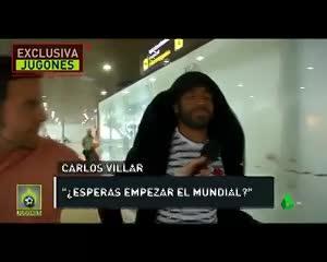 Salah no respondió preguntas en su llegada a España
