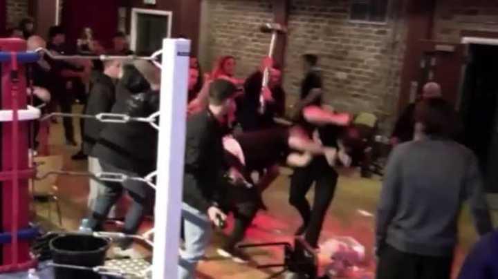 Batalla campal en una pelea de kick boxing